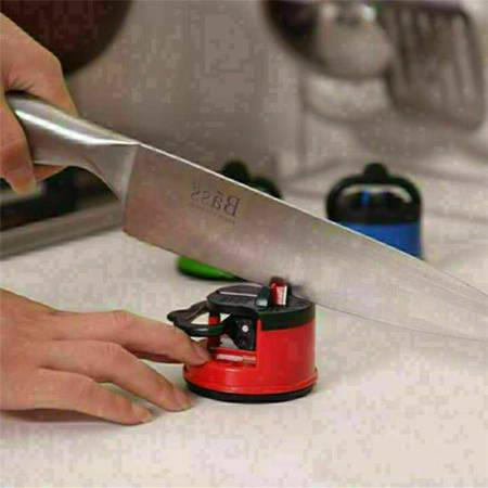 Ostrzałka do noży i nożyczek z przyssawką - mix kolorów